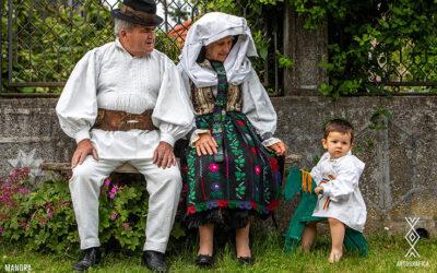 Acasă, la origini – 50.000 de poze în 10 sate din Ţara Făgăraşului, de Ziua Universală a Iei